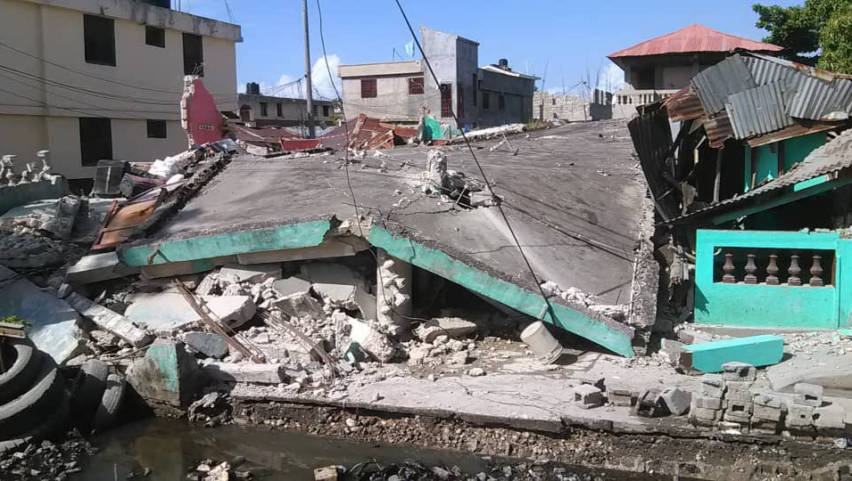 Destroyed building in Cayes.