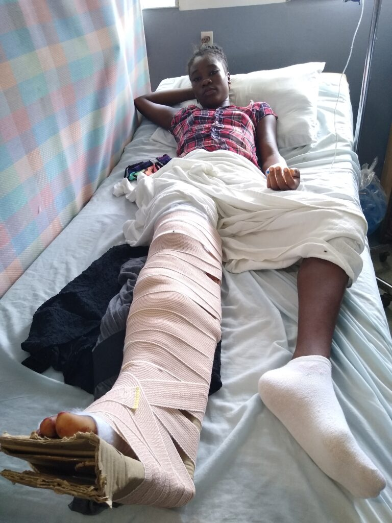 Eartquake injured girl.